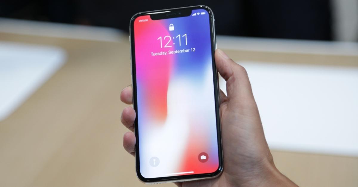 Apple varētu pārskatīt iPhone X cenu