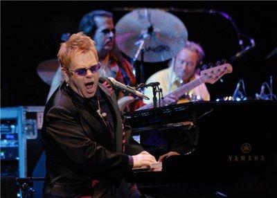 http://content7-foto.inbox.lv/albums/f/floyds/eSTUDIO/Elton.jpg